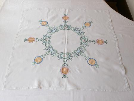 ひまわり刺繍のイギリスのテーブルクロス 84×80cm gl-1031