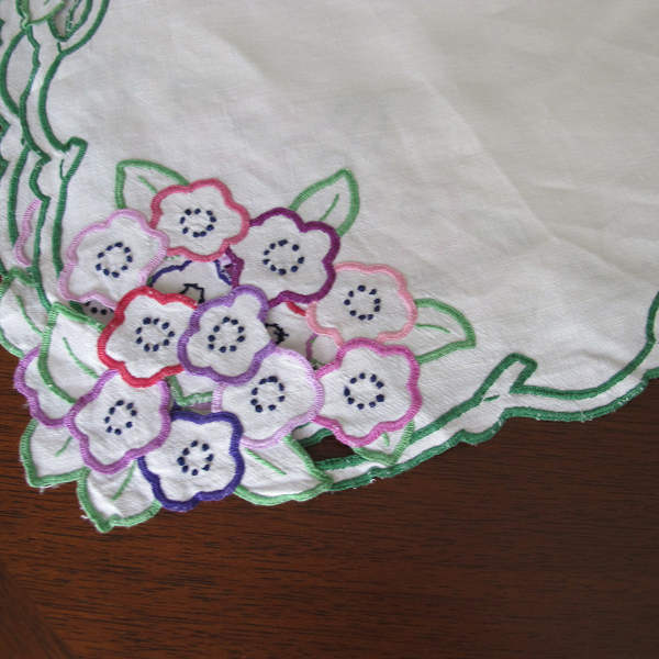 イギリスのお花のカットワーク刺繍テーブルクロス 120×126cm ge-399
