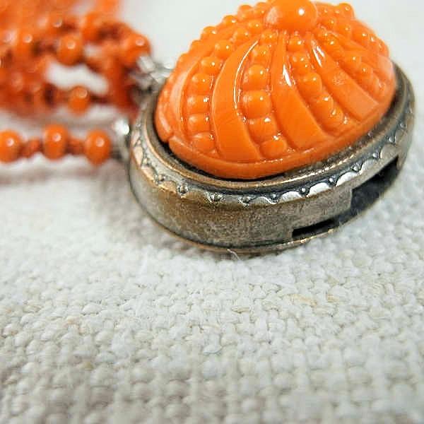 フランスの珊瑚色の5連グラスネックレス 1930年代 ga-337