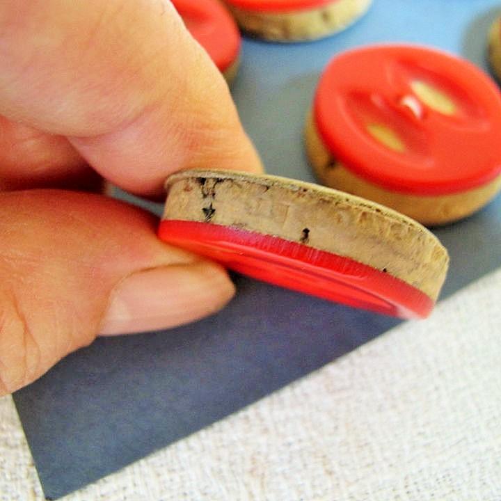 コルクに赤のプラスティックのコンビボタン 30mm gs-931