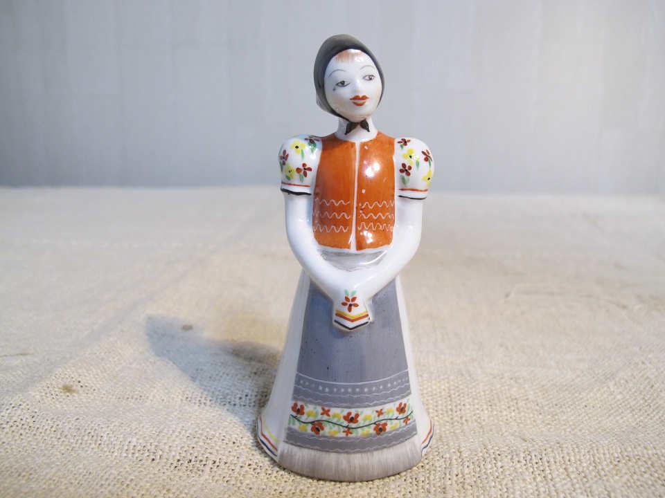 ホロハーザの民族衣装の少女 gt-562