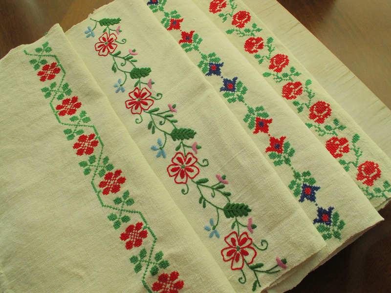 ハンガリーのクロスステッチのお花刺繍のアンティークリネン 94×50cm ge-483