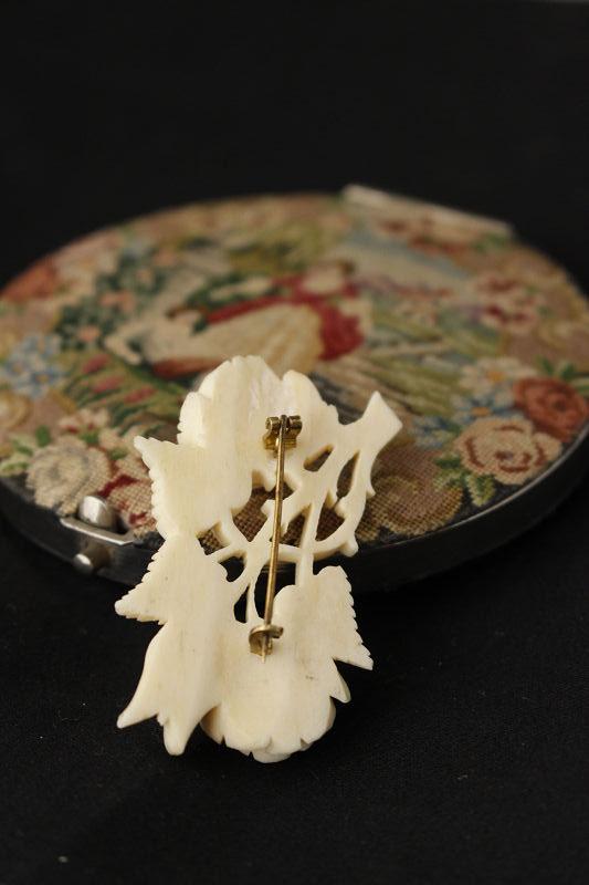 アンティーク薔薇のアイボリーブローチ ga-467