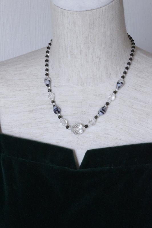 ヴィンテージチェコガラスのネックレス 42cm ga-481