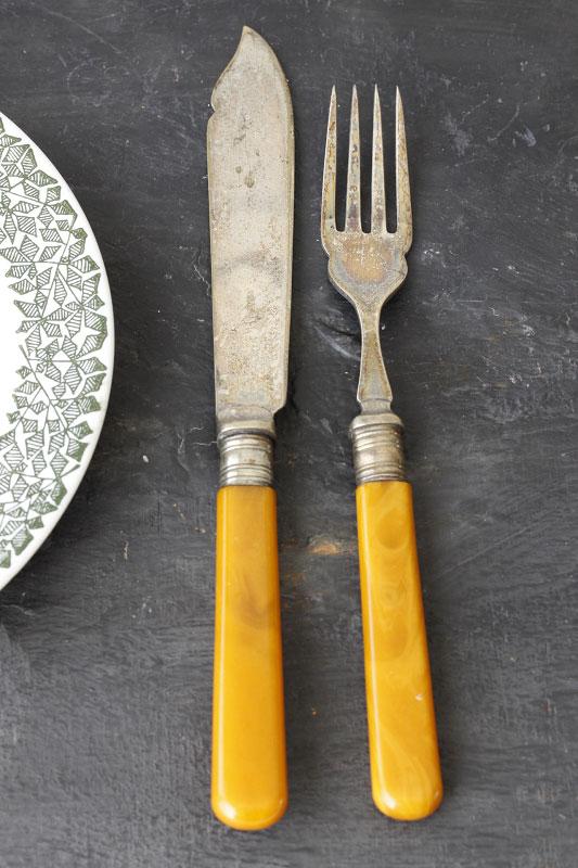 イギリスのシルバープレートにベークライトのナイフとフォークセット gc-572