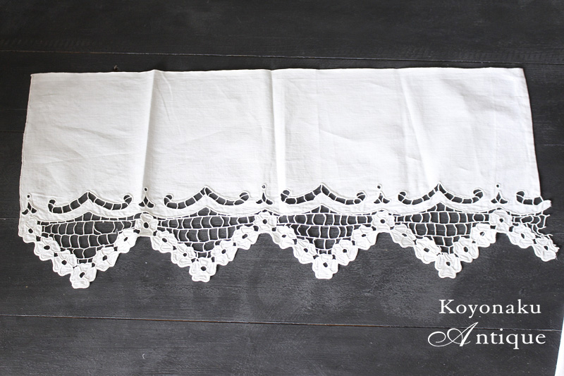 ハンガリーのカットワーク刺繍のタナ飾り 54×24cm ge-619