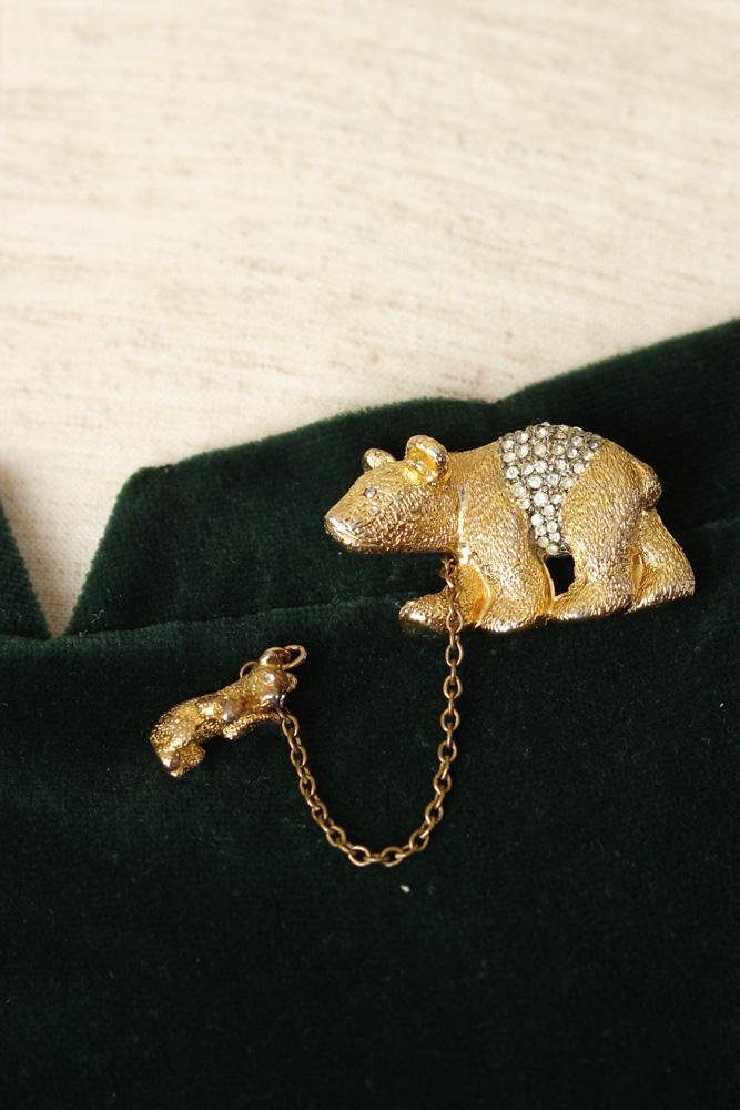 イギリス ゴールドにラインストーンのクマの親子ブローチ 1950-60年代頃 ga-527