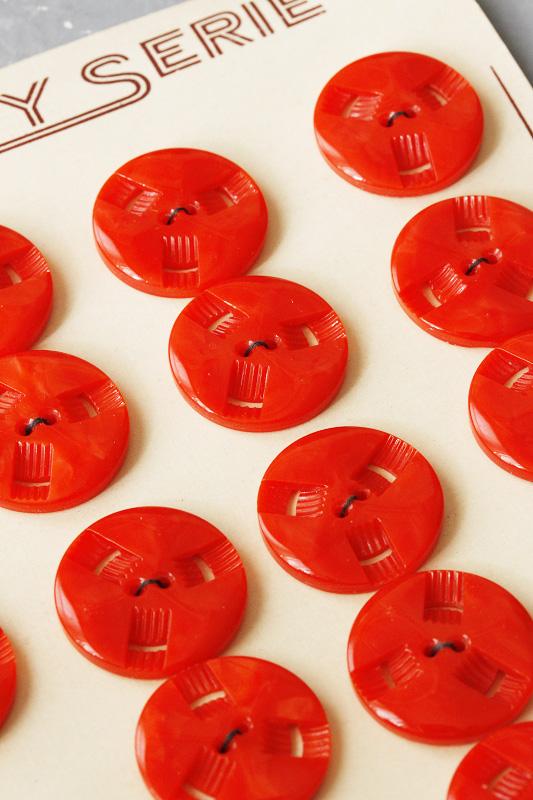 ヴィンテージ 車のホイールのような朱色プラスティックボタン 2.2cm gs-1052