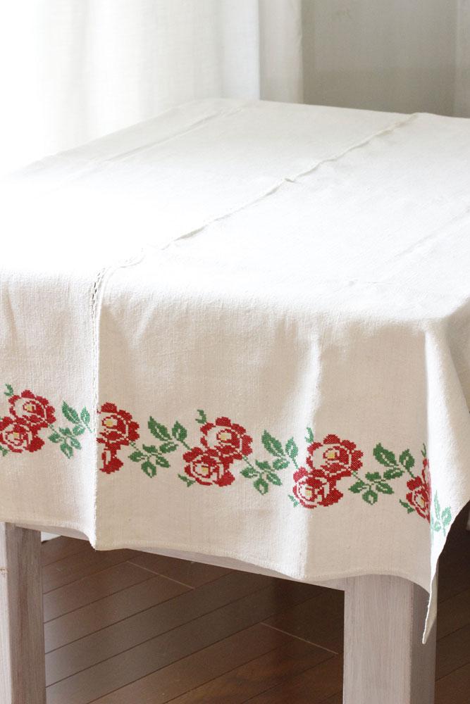 ハンガリークロススステッチ薔薇のリネンテーブルクロス 148×97cm ge-652