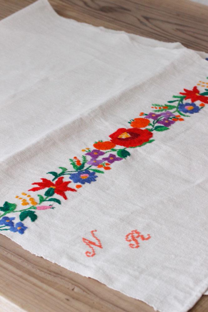 アンティークハンガリーリネンいマチョ刺繍のクロス 50×114cm ge-669