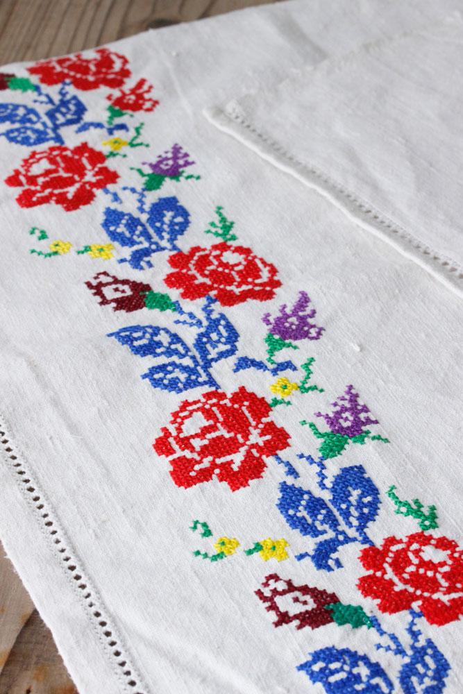 見ごたえあるハンガリー薔薇のクロスステッチリネン 46×91cm ge-670