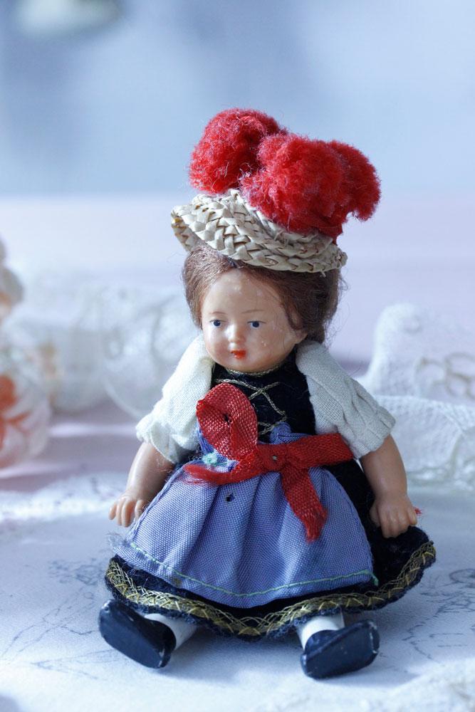 アンティークのミニチュアセルロイドドール 民族衣装の子 gt-661