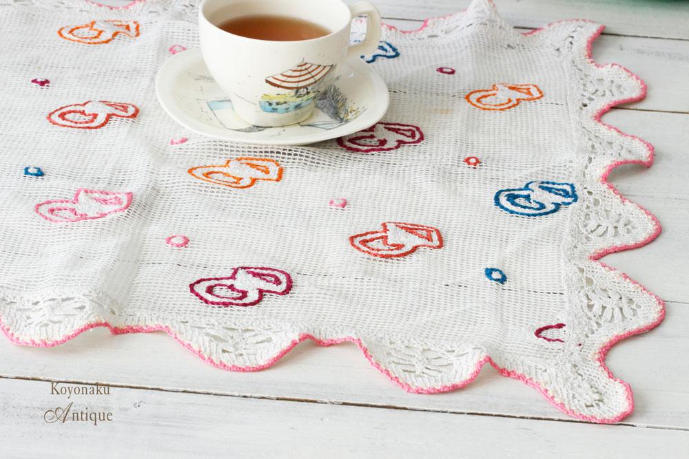 メッシュに刺繍とレースの縁取りの可愛いマット 53×39cm ge-675
