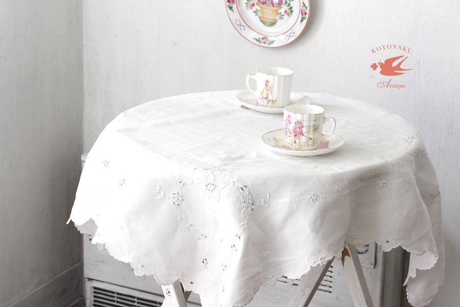 イギリスのホワイトワーク刺繍のテーブルクロス87×86cm ge-699