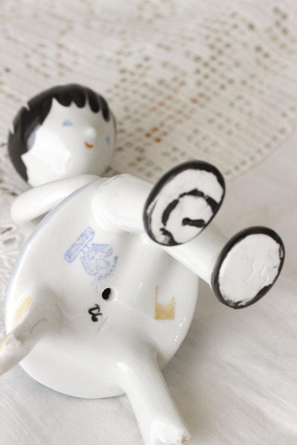 ハンガリーの陶器フィギュリン 猫を抱いた少女 gt-670