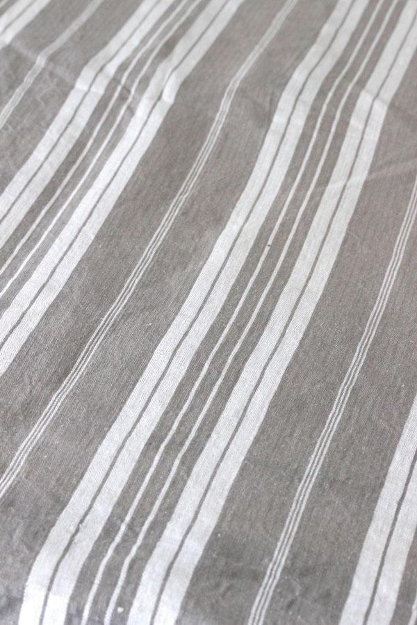 フレンチティッキングリネンカーキ色 W136×50cm gf-549