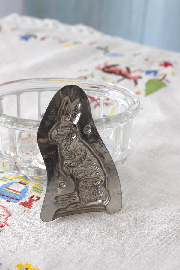 アンティークうさぎブリキチョコモールド 13.5×8.2cm gk-431