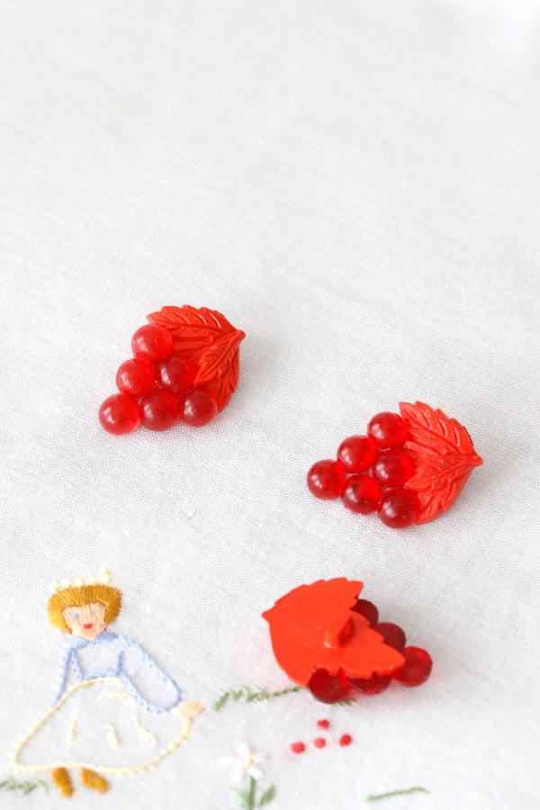 ヴィンテージのブドウのボタン3個セット 2.6×1.8cm gs-1123