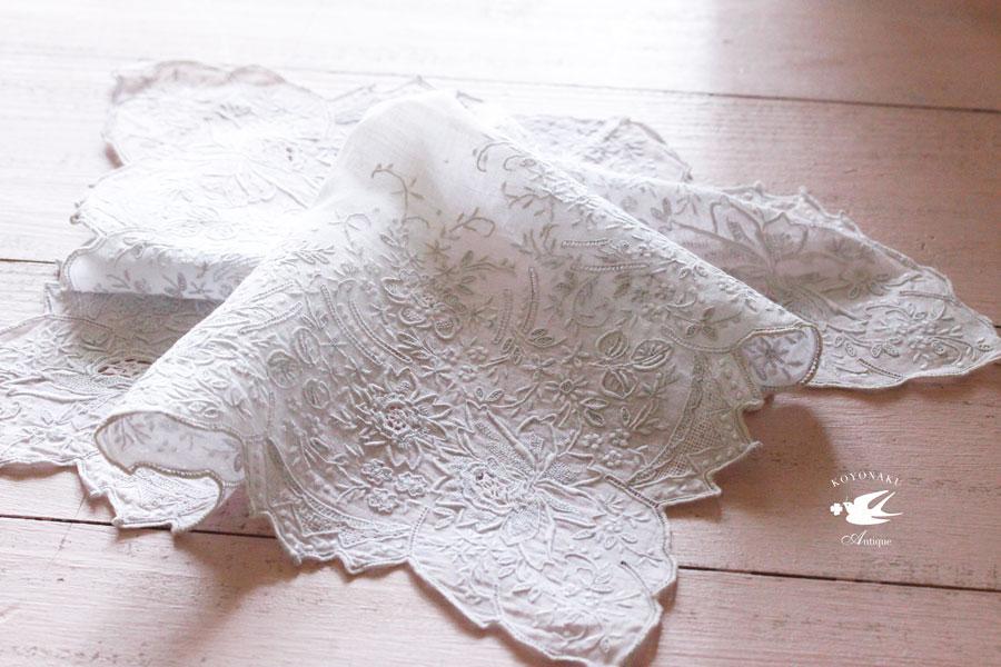 ヴィンテージ汕頭刺繍ハンカチ27×27.5cm ge-722