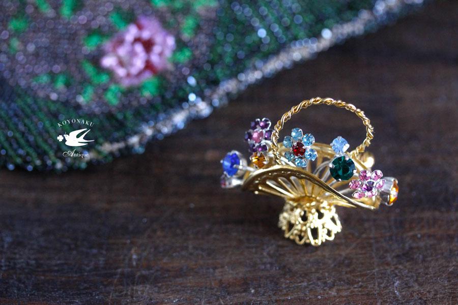 ヴィンテージのメタルのガラスストーンの花かごのブローチ 1960年代頃 ga-688