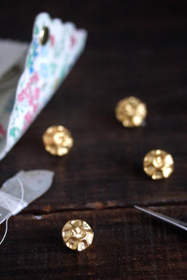 ヴィンテージゴールドメタルのお花ボタン1.4×1cm 2個セット  gs-1172