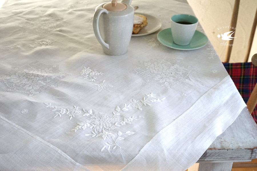 アンティーク繊細なカットワークとホワイトワーク刺繍のテーブルクロス 98×98cm 1910-30年代頃 ge-747