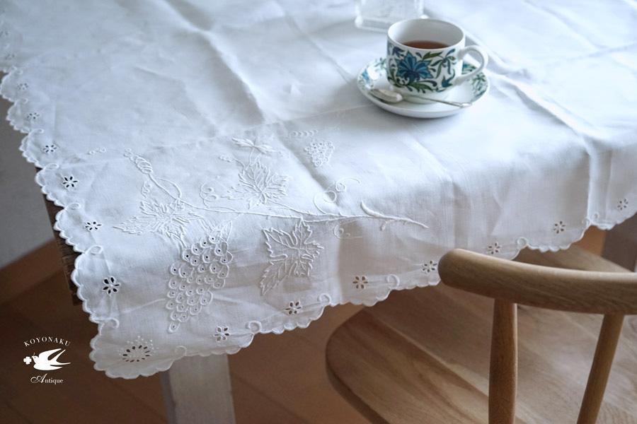 アンティーク葡萄モチーフのホワイトワーク刺繍テーブルクロス108×106cm。ge-752