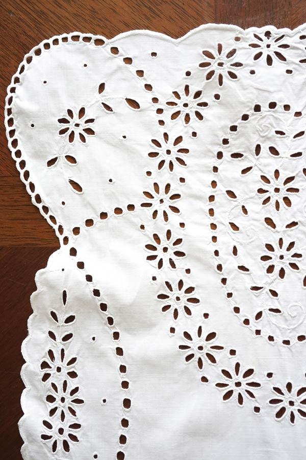 アンティークアイレット刺繍のテーブルランナー 135×38cm ge-754