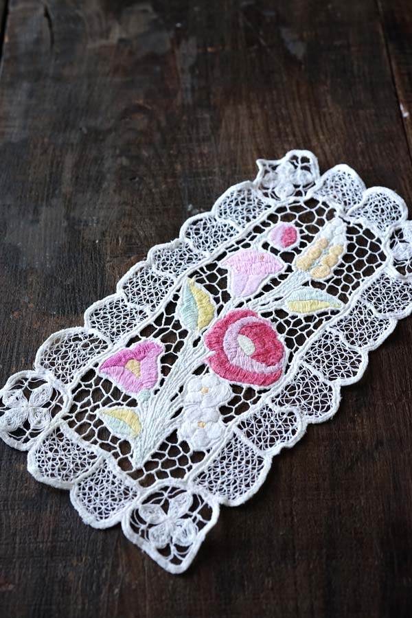 ハンガリーカロチャ リシュリュー刺繍のマット17×14.5cm ge-766
