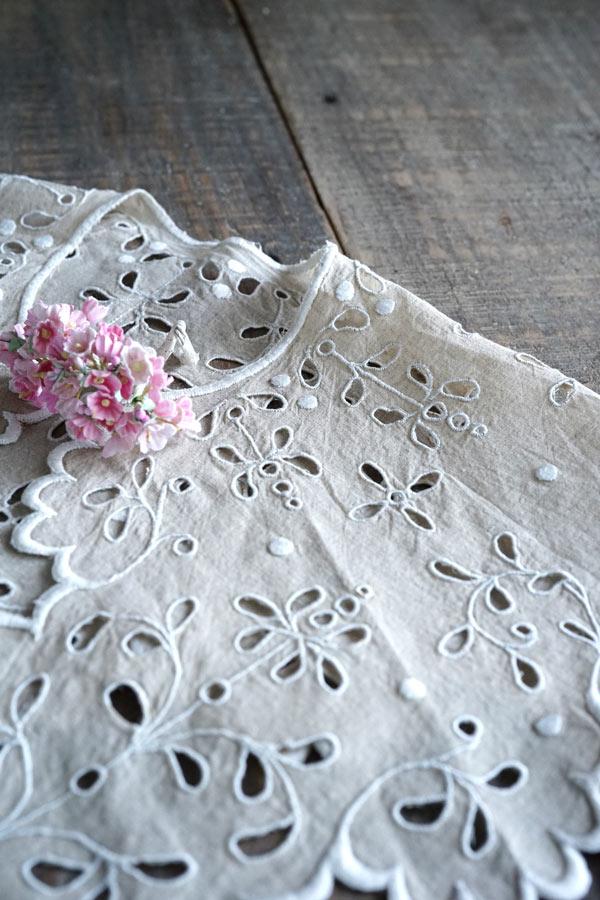 アンティーク生成りと白糸カットワーク刺繍のつけ襟 ge-770