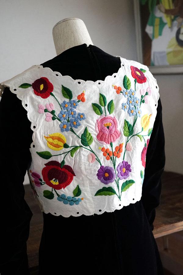 ハンガリーカロチャ刺繍のベスト ge-778