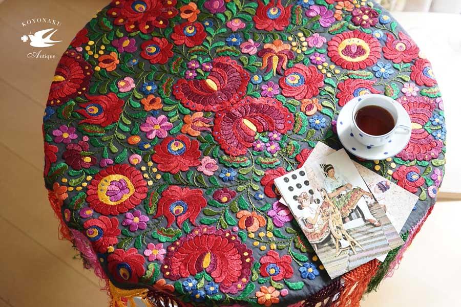 ハンガリーマチョ刺繍のテーブル掛け100×100cm 1930年代頃 ge-779