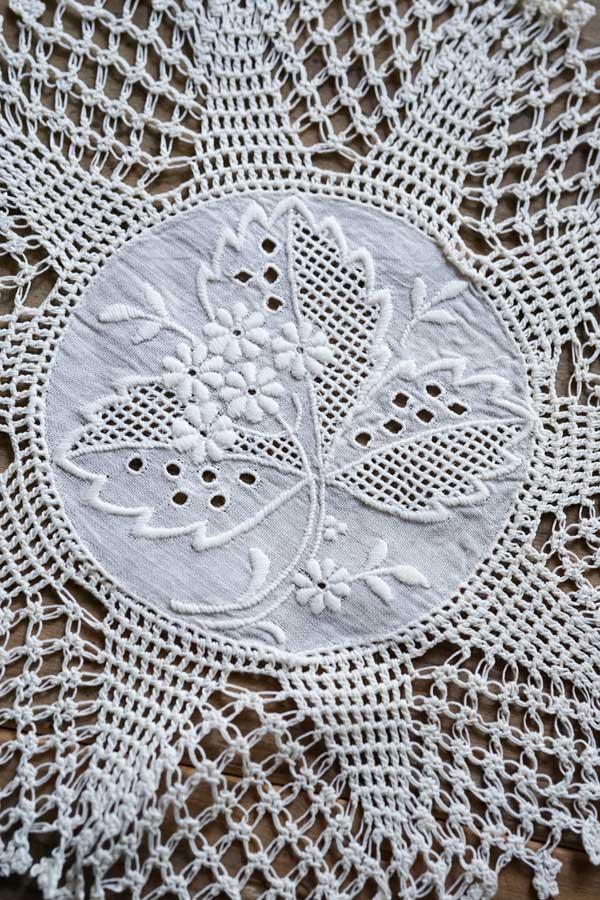 アンティークハンガリークロッシュとマクラメに刺繍のお花ドイリー15cm gla-1072