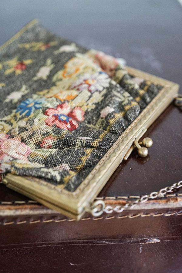 アンティークゴールドメタル糸を使ったお花のプチポワンバッグ16.5×14.5cm gb-285