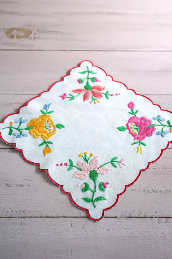 ハンガリーのお花刺繍のマット21×20.5cm ge-800