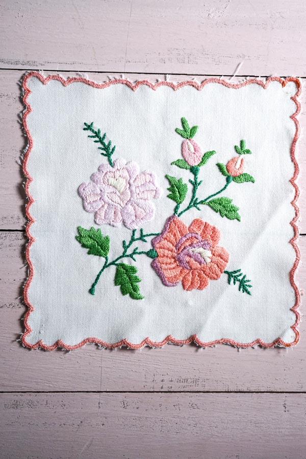 ハンガリーのお花刺繍のマット 18×17.5cm ge-801