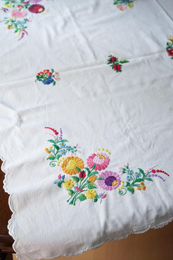 ハンガリーマチョー刺繍のテーブルクロス120×90cm ge-803