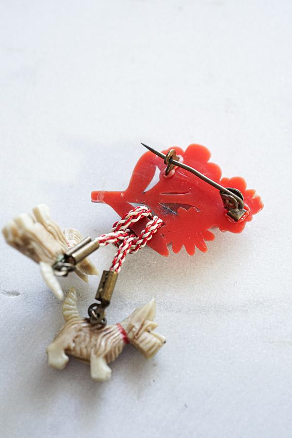 ヴィンテージベークライトお花とスコッチテリアブローチ6×4cm ga-855