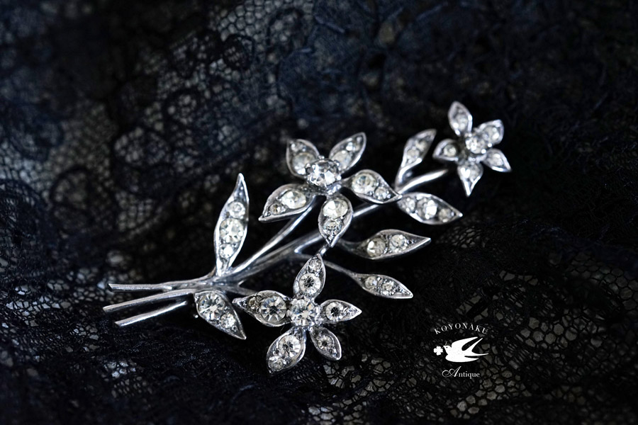 ヴィンテージスターリングシルバーとペーストガラスのお花のブローチ 6.2×3.3cm ga-857