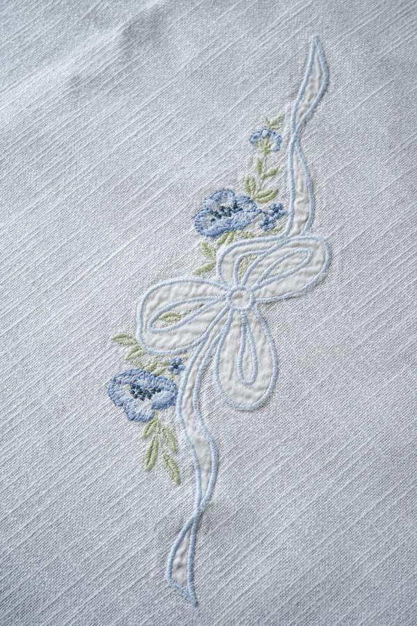 オーストリアのリボンアップリケ刺繍のテーブルクロス170×120cm ge-815