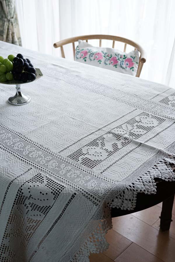 ハンガリー手織リネンにカットワーク刺繍とクロッシュレースのテーブルクロス200×144cm ge-818