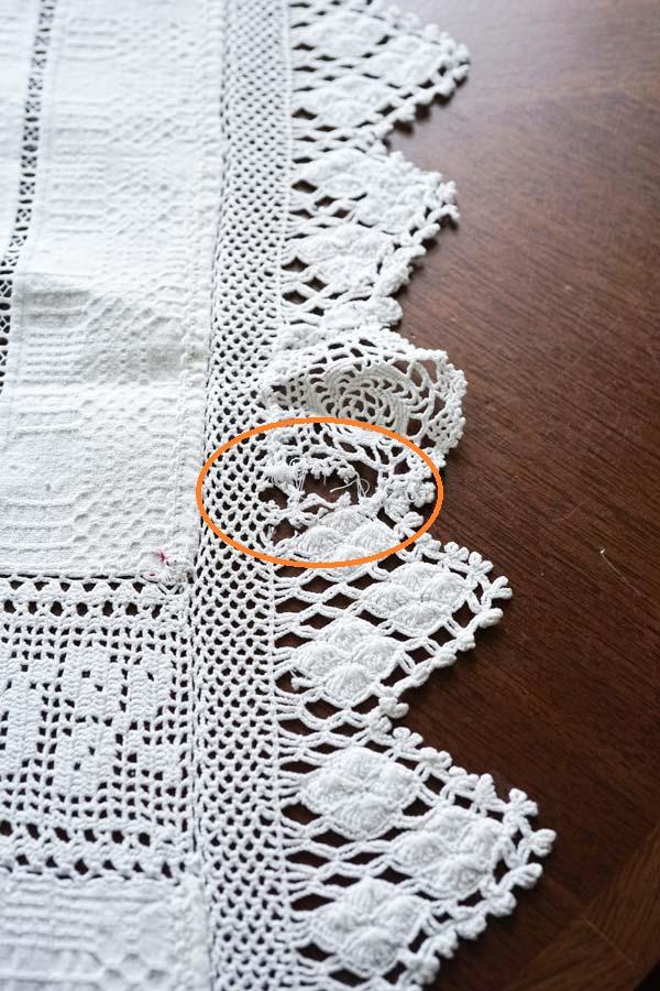 ハンガリー手織コットンにカットワーク刺繍とクロッシュレースのテーブルクロス200×144cm ge-818