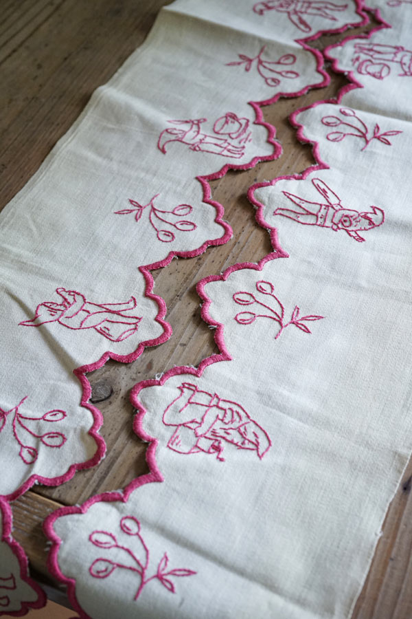 ハンガリー手刺繍の小人の棚飾り200×15cm ge-819
