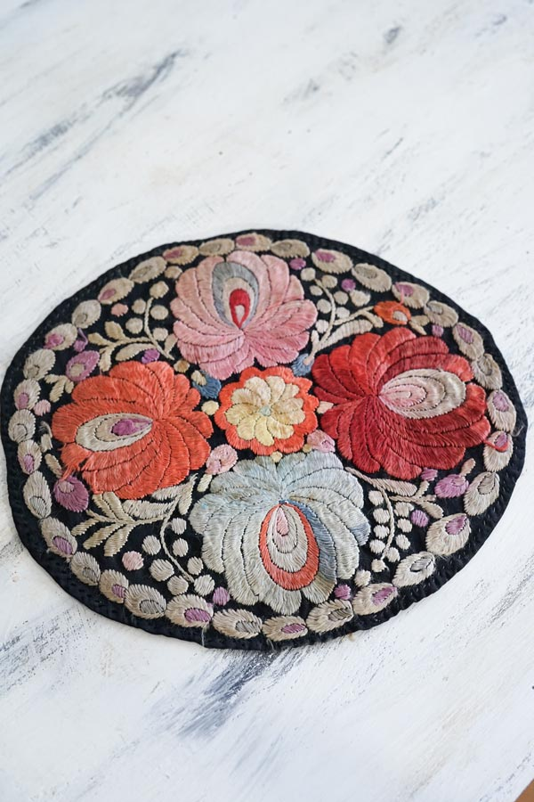 アンティークハンガリーマチョー刺繍のマット26.5×25cm ge-822