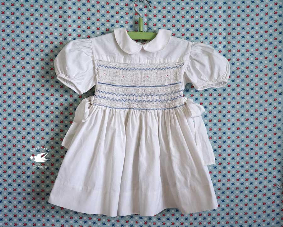 スモッキングのあるヨーロッパの子供服1940年代 gd-196