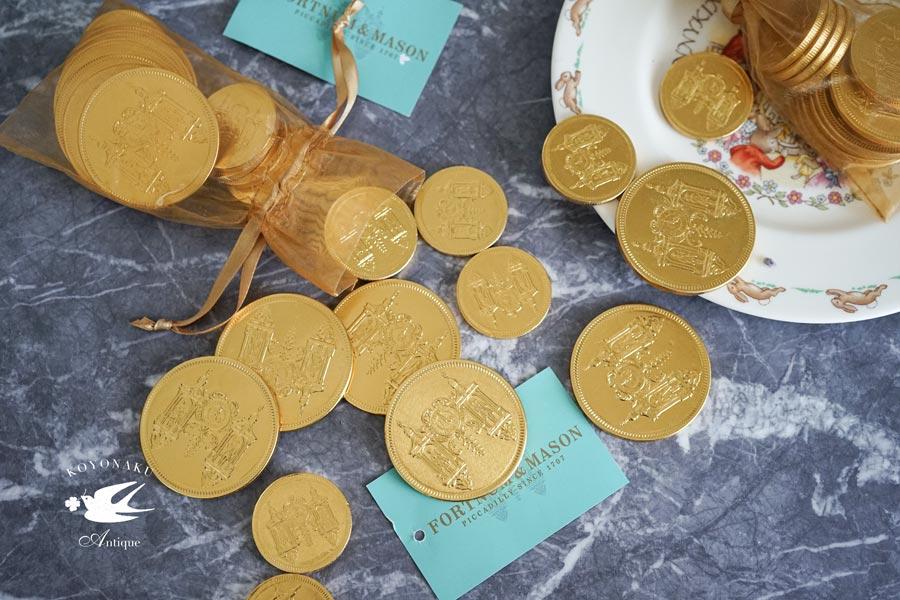 フォートナムメイソンのコインチョコレートを3,300円以上お買い上げの方にプレゼント!!