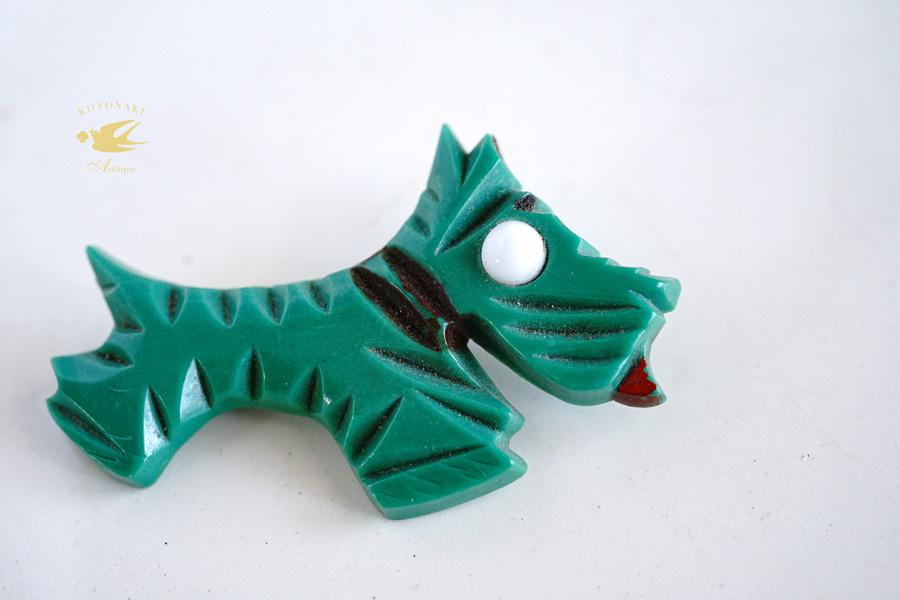 ヴィンテージベークライト犬のブローチW5.5cm ga-886